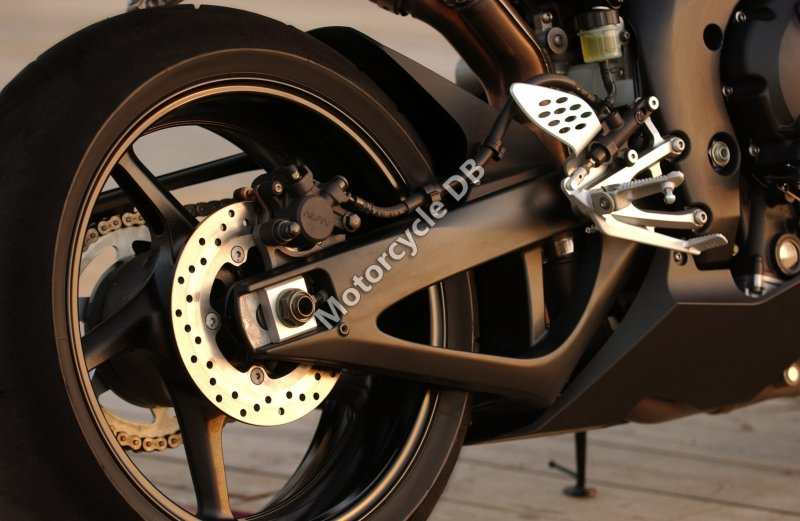 Yamaha YZF-R1 2004 25724