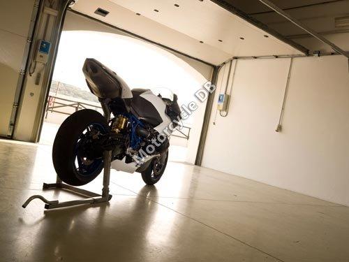 BMW HP2 Sport 2008 2402