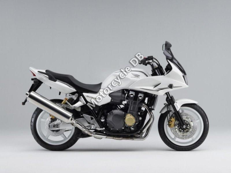 Honda CB400 Super Bol Dor 2013 24720