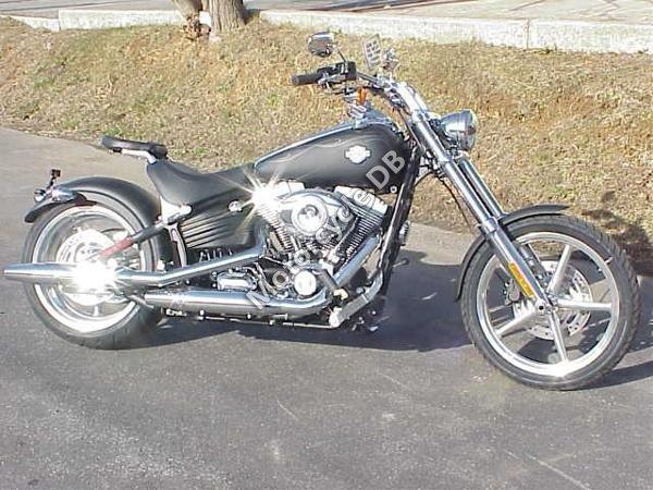 Harley-Davidson FXCWC Softail Rocker C 2011 9788
