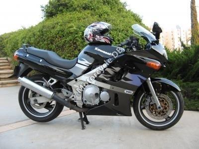 Kawasaki ZZR 600 1995 7911