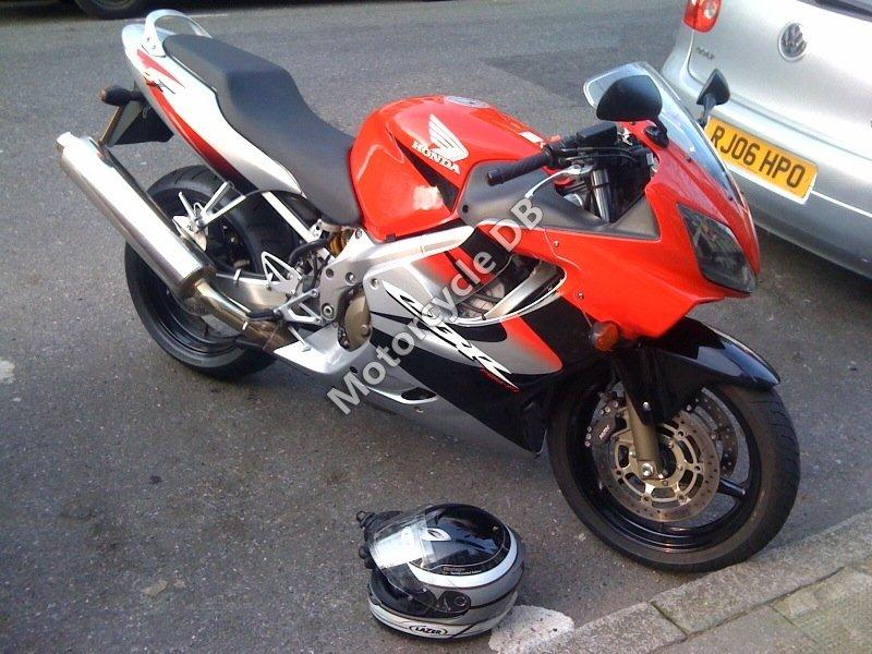 Honda CBR 600 F 2002 30475