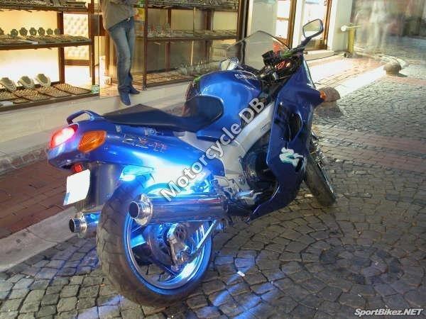 Kawasaki ZZR 1100 1996 8866
