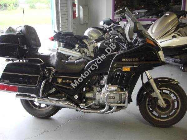 Honda GL 1200 DX Gold Wing 1987 15759