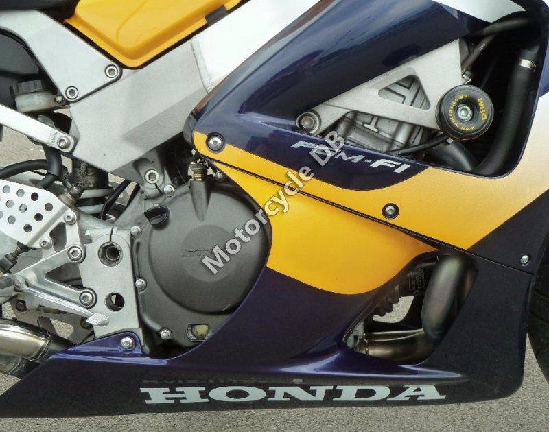 Honda CBR 900 RR Fireblade 2001 30482