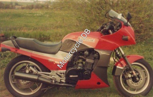 Kawasaki GPZ 900 R 1984 109